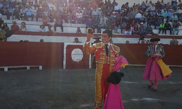 """Calita"" y Sebastián cortan oreja en Jiquilpan"