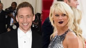 Tom Hiddleston regó el tepache por nervios.En los Globos de Oro