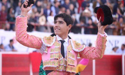Cornada y oreja a Luis David Adame en León