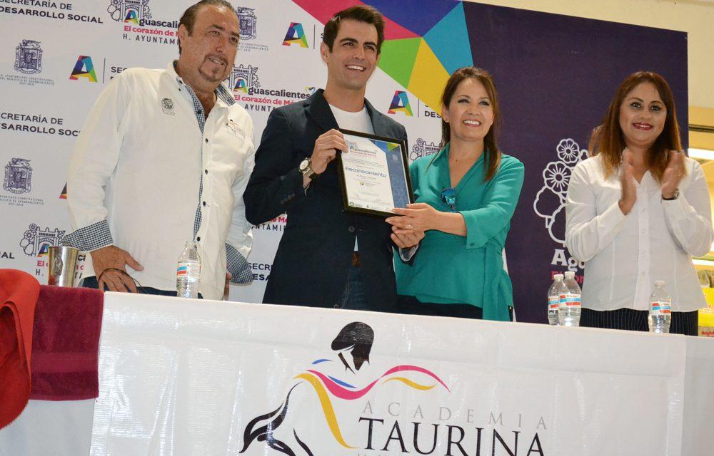 Arturo Macías convivió con los alumnos de la ATMA
