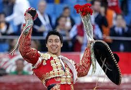 Dos orejas para Sergio Flores en Monterrey