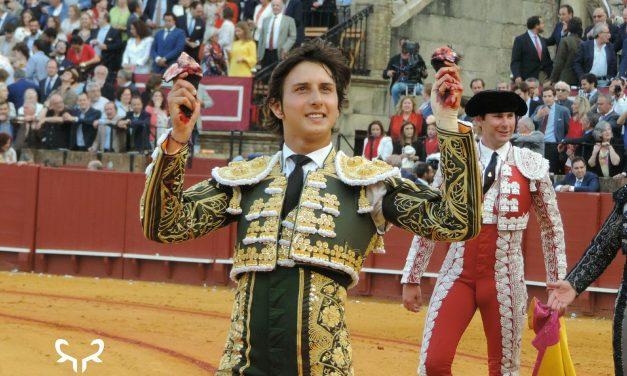 Andrés Roca Rey  sale por la Puerta del Príncipe