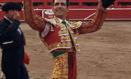 Arturo Macías cortó una oreja en Monterrey