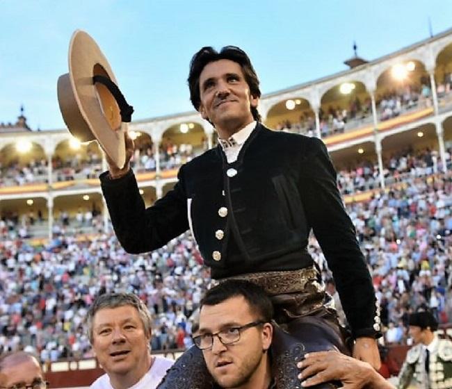 Diego Ventura sale por la Puerta Grande