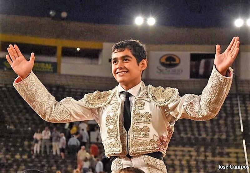 Alejandro Adame se lleva la novillada sin caballos