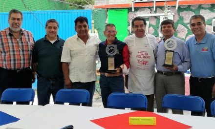 Merecido reconocimiento a los hermanos Esparza