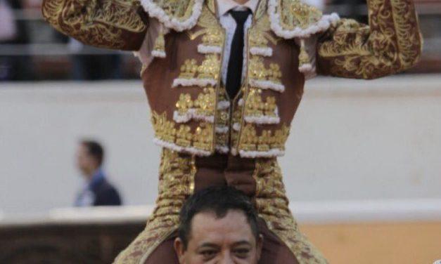 Dos orejas y salida a hombros de Francisco Martínez