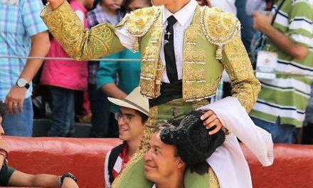 Tres orejas y salida en volandas de Diego Sánchez