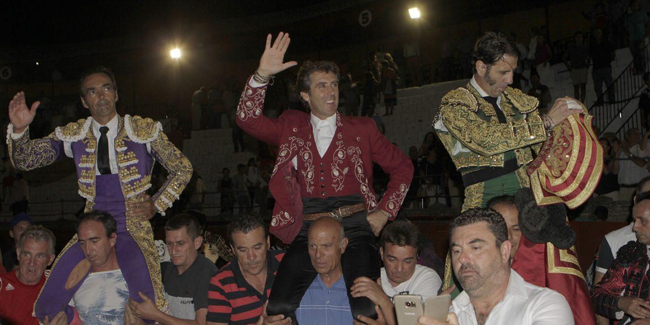 """Salen a hombros Hermoso de Mendoza y """"El Cid"""""""
