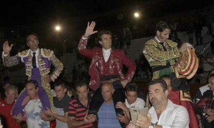 Salen a hombros Hermoso de Mendoza y «El Cid»