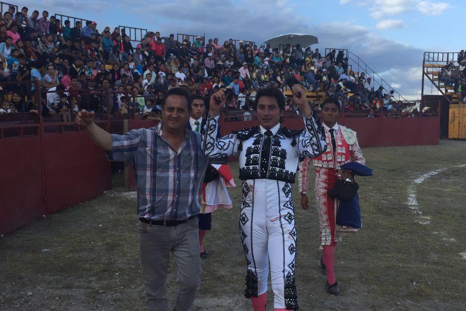 «El Gaby» cortó dos orejas en Atoyatempan