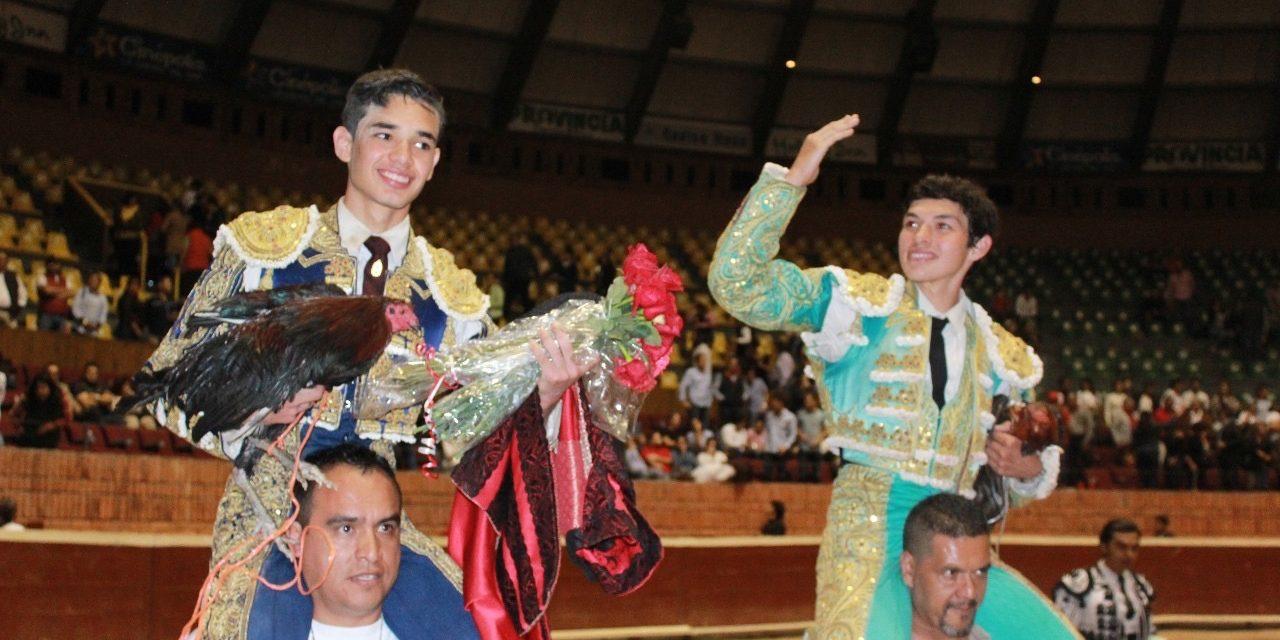 Los triunfadores de la novillada nocturan fueronIsaac Fonseca y Antonio Magaña