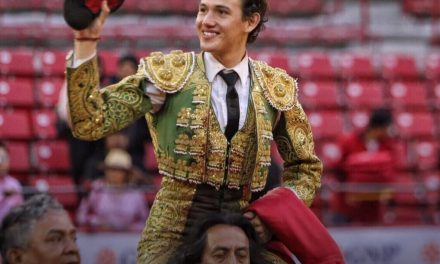 Miguel Aguilar cayó de pie 2 Orejas en el Quinto