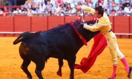 Rafael Serna resultó cornado de gravedad en su alternativa