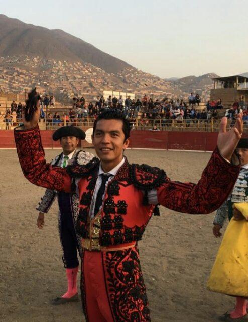 Tres orejas y puerta grande de Téllez en Perú