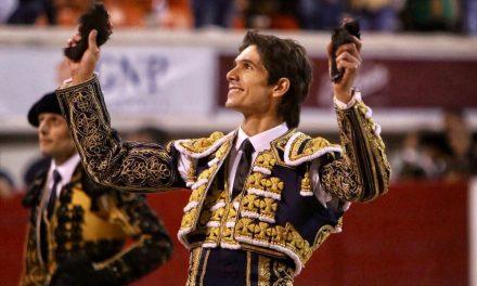 Sebastián Castella desorejó a uno de regalo y salió a hombros
