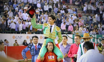 """Luis David Adame indulta a """"Maestro"""" de Villa Carmela"""