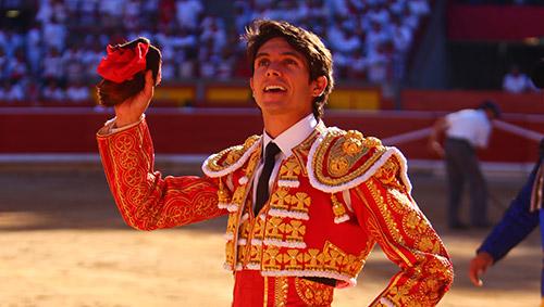 Castella donará vestido de torear a beneficio de los damnificados