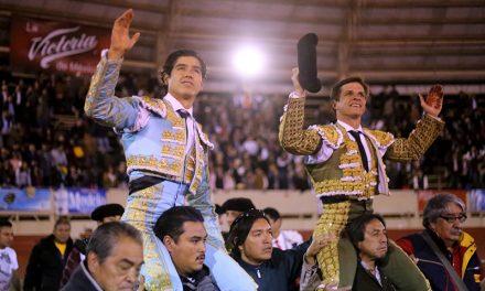 """Salen a hombros""""El Juli"""" y Luis David Adame en Moroléon"""