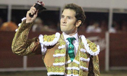 Arturo Saldívar cortó una oreja en Yuriria