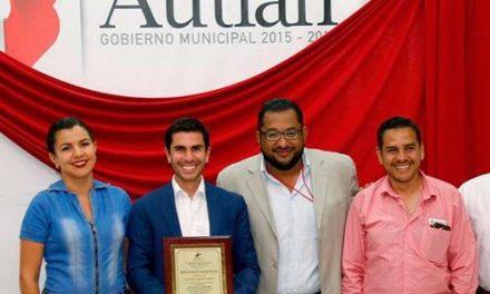 Lorenzo Garza presentó su libro en Autlán