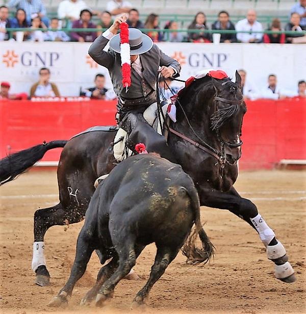 Santiago Zendejas triunfa en Jiquilpan