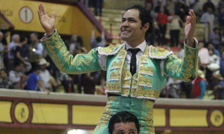 Dos orejas y salida a hombros de José Luis Angelino