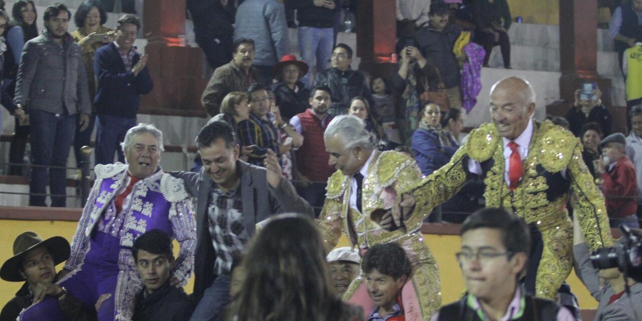 Ganadero y toreros a hombros en Tlaxcala