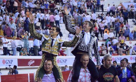 Salen a hombros Pablo Hermoso y Joselito Adame