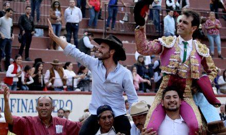 Salen a hombros Macías y el ganadero Julio Uribe Curn
