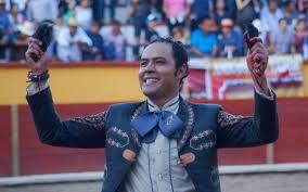 José Luis Angelino paseó una oreja