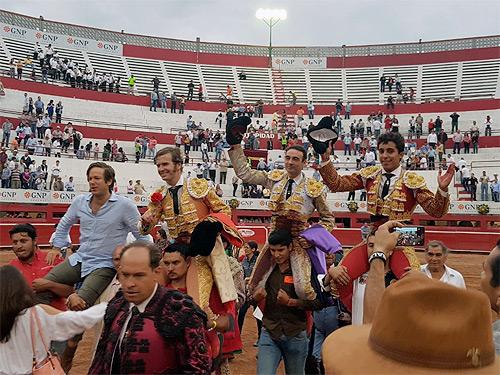 Tarde triunfal en Monterrey