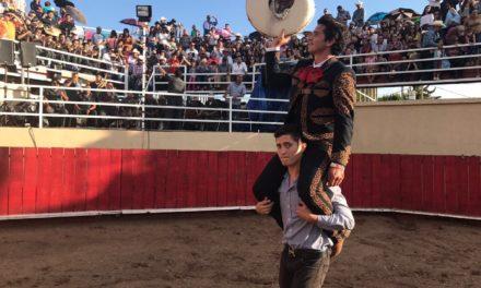 «El Chihuahua» cortó dos orejas y salió a hombros en Lagunillas