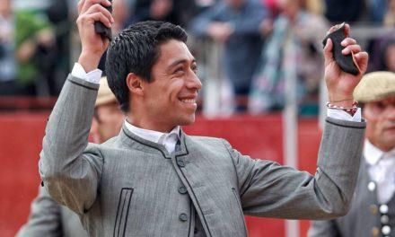 Sergio Flores sale a hombros en El Escorial
