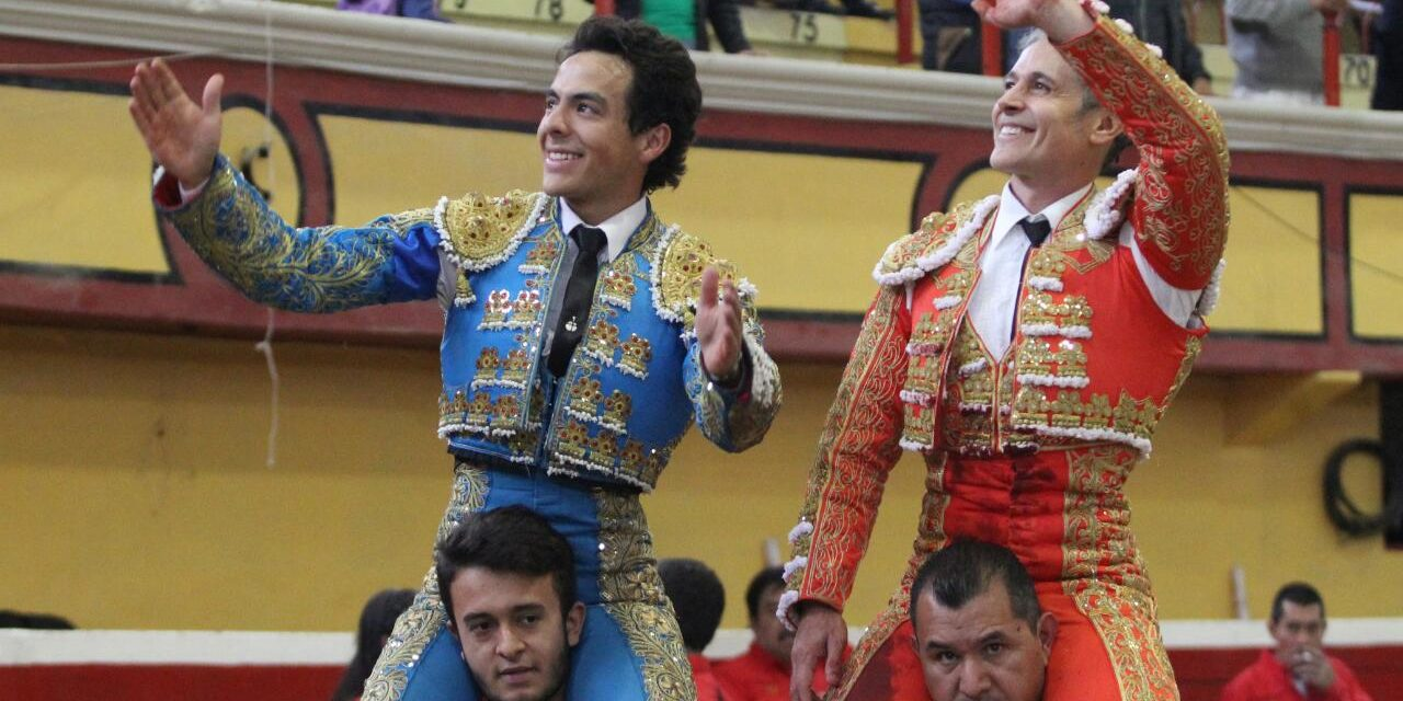 Pizarro y Héctor Gabriel salen a hombros
