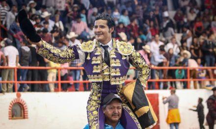 Sale a hombros Angelino de Arriaga en Tetepango