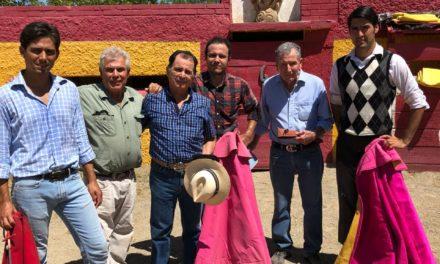 Eloy Cavazos celebró su 52 aniversario de alternativa en La Playa