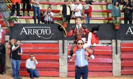 Dos orejas y salida en hombros para Roberto Román
