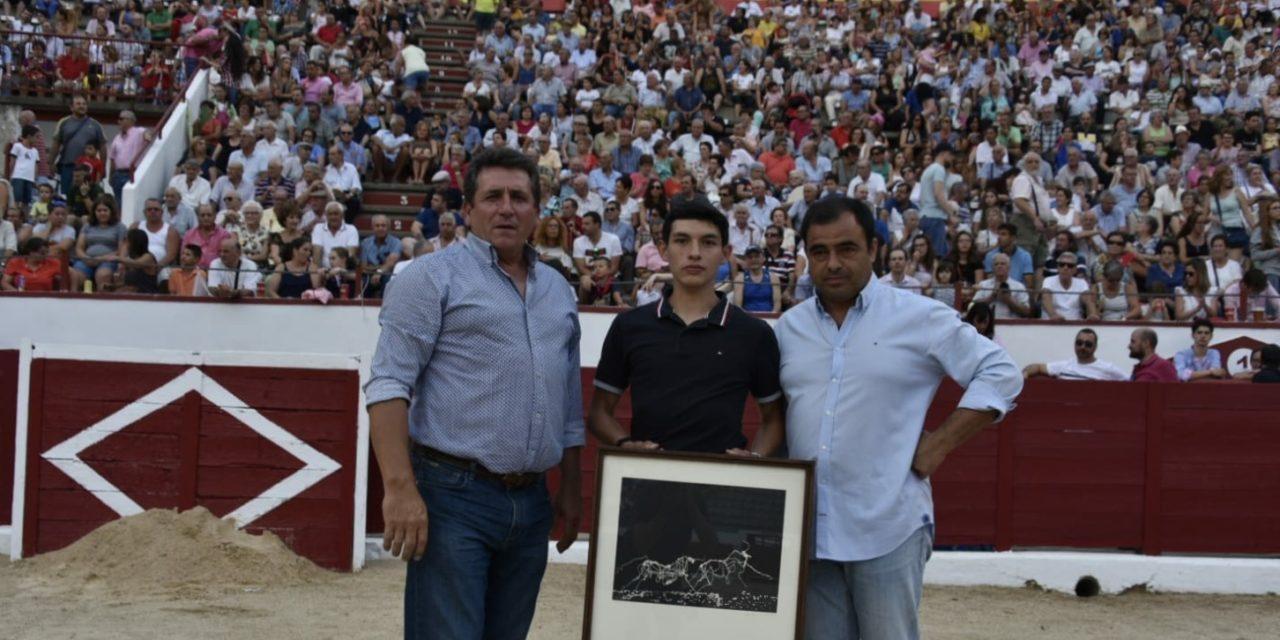 Isaac Fonseca cortó dos orejas y  recibió reconocimiento