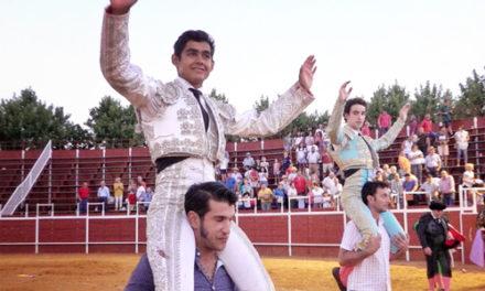 Alejandro Adame tres orejas y Gamero, una oreja y fuerte caída