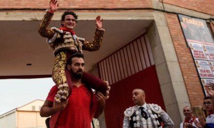 """Sale a hombros """"El Galo"""" en Peralta y es designado triunfador"""