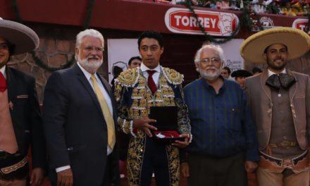 """El tlaxcalteca Sergio Flores gana el """"Escapulario de Plata"""""""