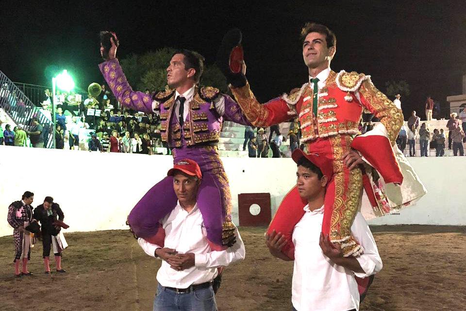 Macías y «El Chihuahua» salen a hombros en Villanueva
