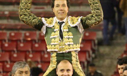 «El Conde» triunfa en su despedida en la México