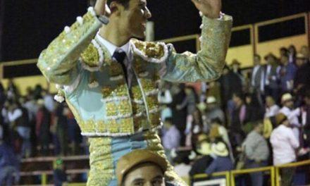 Francisco Martínez sale a hombros