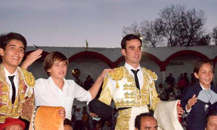 Arévalo y Lagartijo triunfan en Jiquilpan