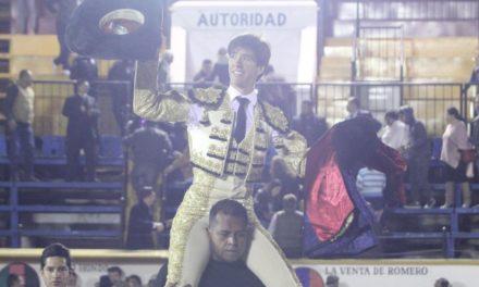 Esaú Fernández triunfa en Puebla