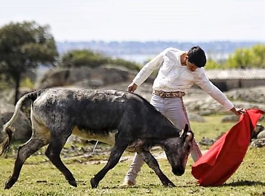 Isaac Fonseca le esperan tres fechas en España