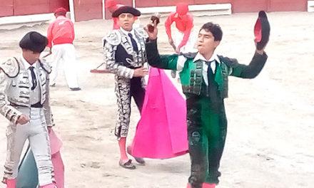 Soriano, Martínez y Solís cortan oreja en Apizaco