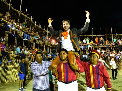 Joaquín Gallo sale a hombros en Seybaplaya